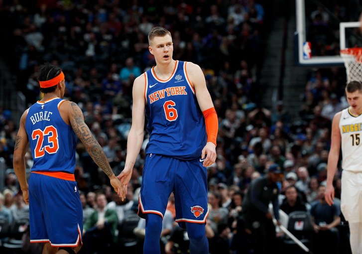 Kristaps Porzingis pone rumbo a Dallas Mavericks
