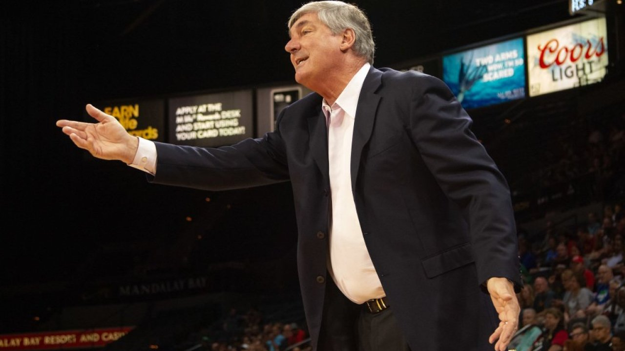 Bill Laimbeer defiende a su antiguo equipo
