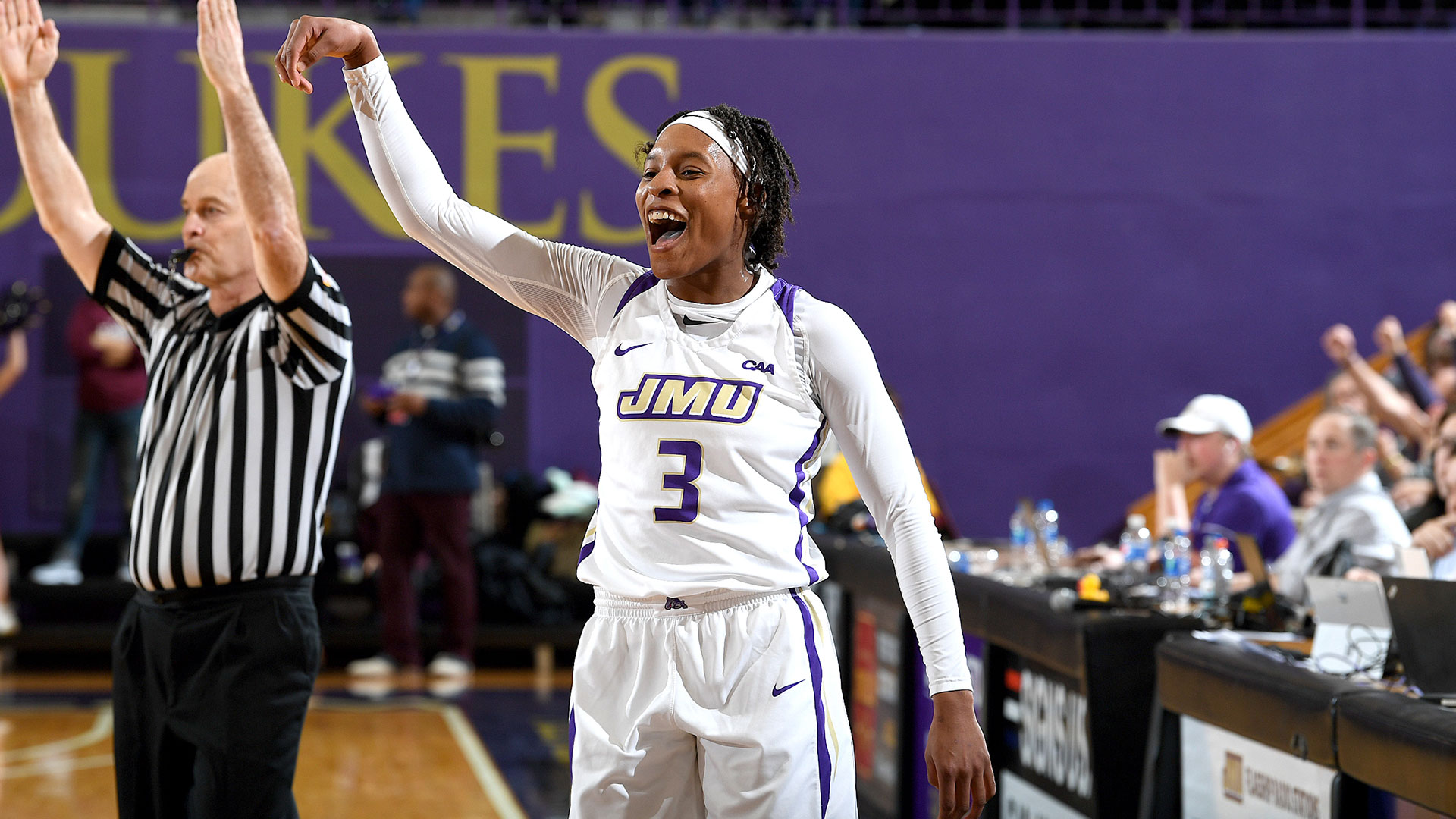 Indiana Fever prescinde de Kamiah Smalls y Jessica January