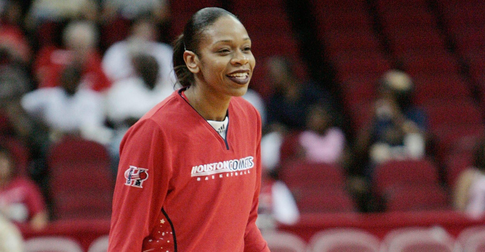 Un día como hoy en 2004… Tina Thompson anotó 35 puntos y perdió