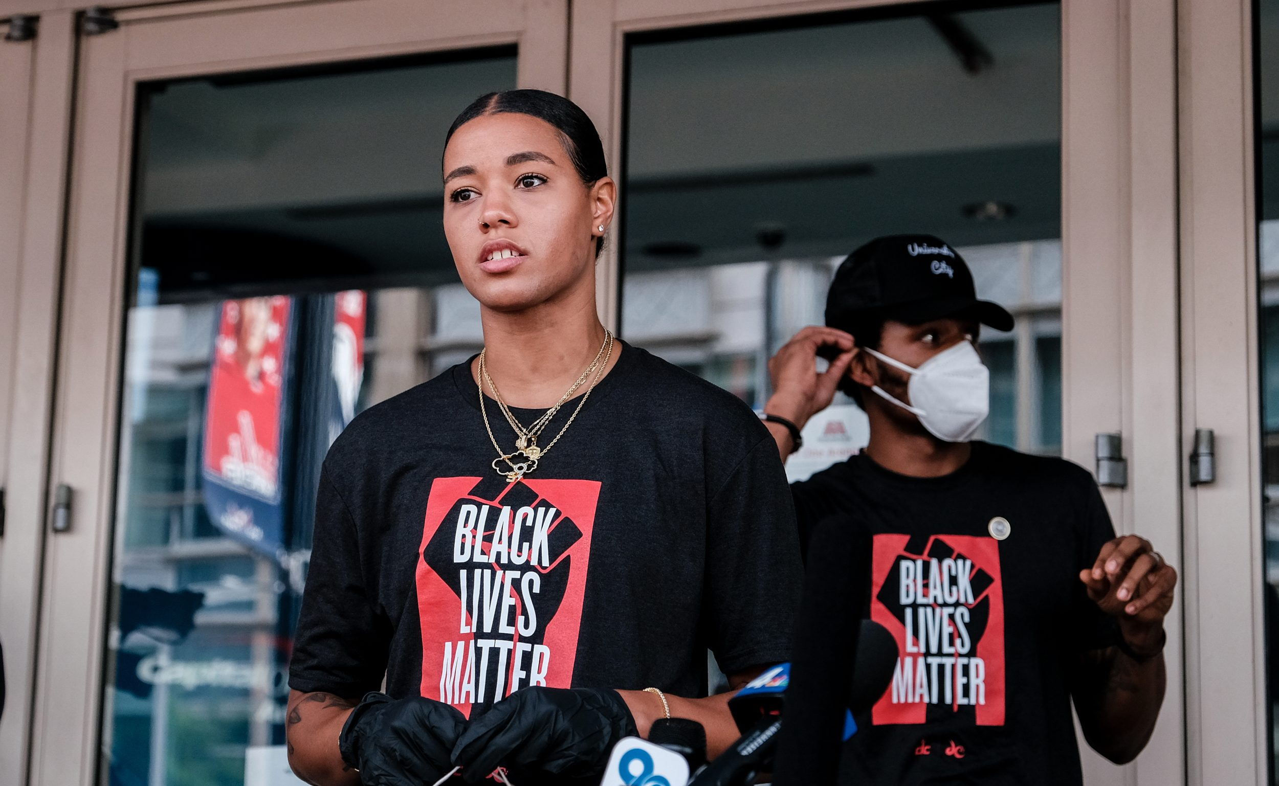 La capital se tiñe de protestas lideradas por deportistas