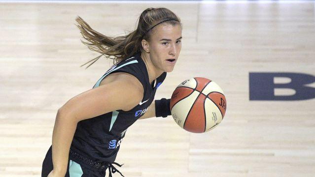 Sabrina Ionescu sufrió un esguince de tobillo