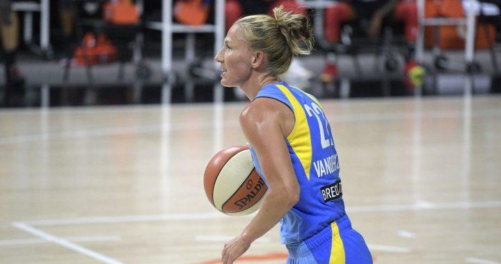 Tras un recuento de las estadísticas, Courtney Vandersloot promedió 10 asistencias
