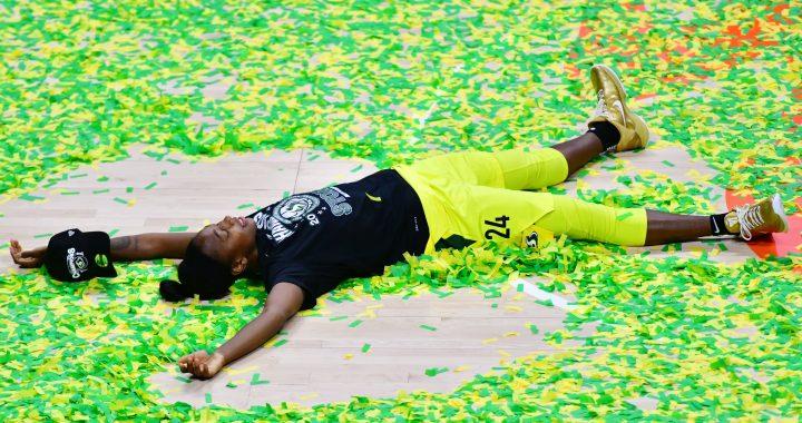 Jewell Loyd homenajeó a Kobe Bryant en su segundo campeonato