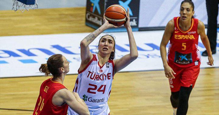 İzmit Belediyespor fichó a la pivot turca de 2'05 de altura que jugaba en el Barça