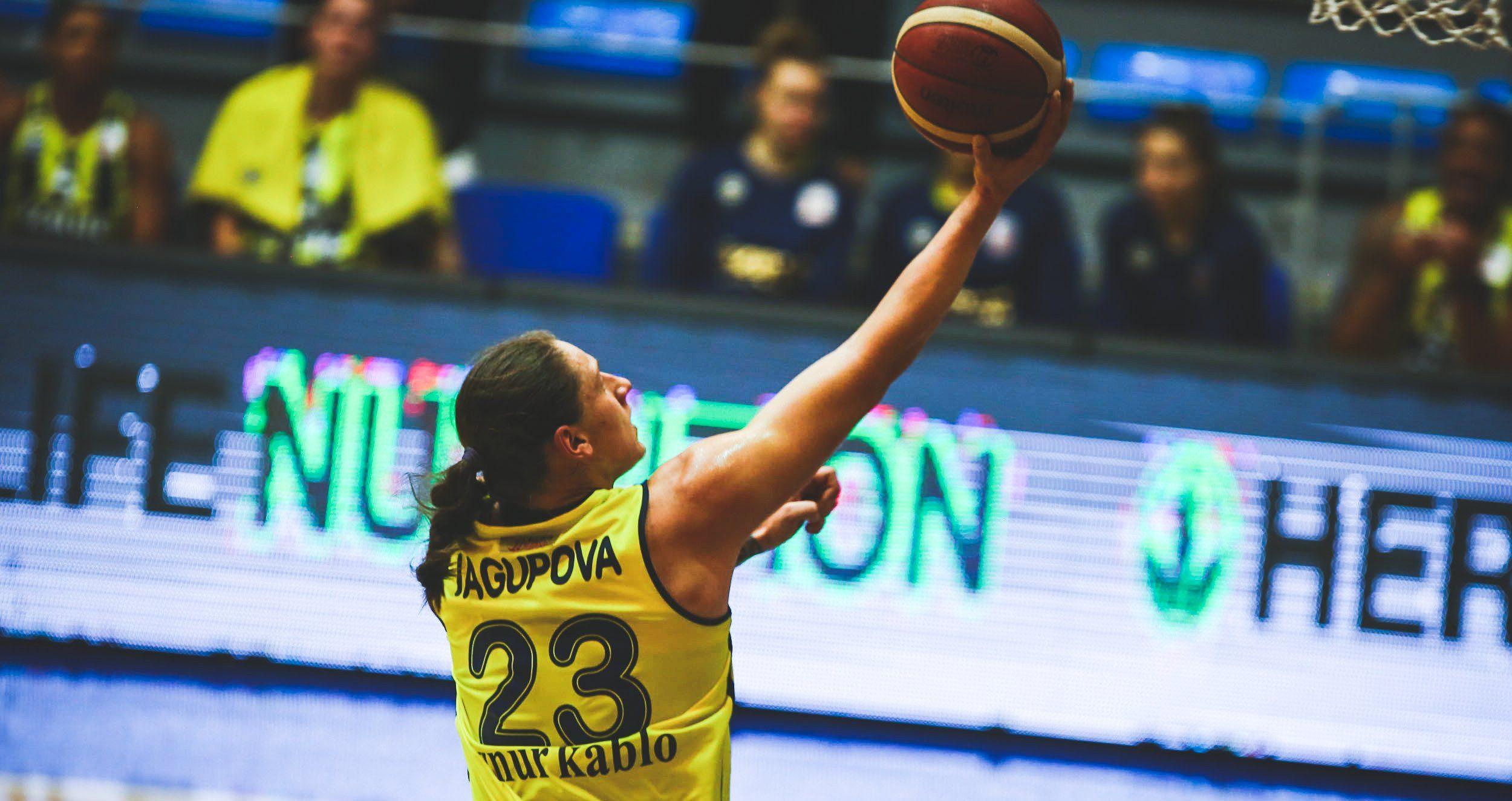 19 puntos y 9 asistencias en el nuevo debut de Alina Iagupova con Fenerbahçe