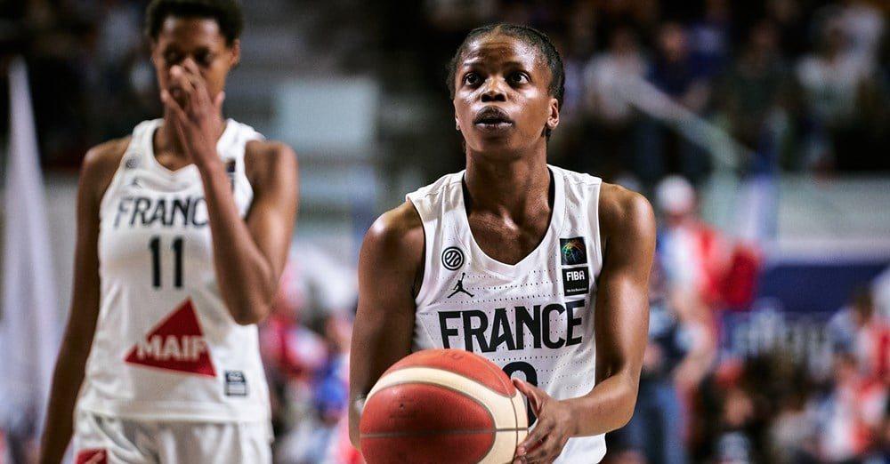 Charnay Basket de Francia ficha a la escolta internacional Olivia Époupa
