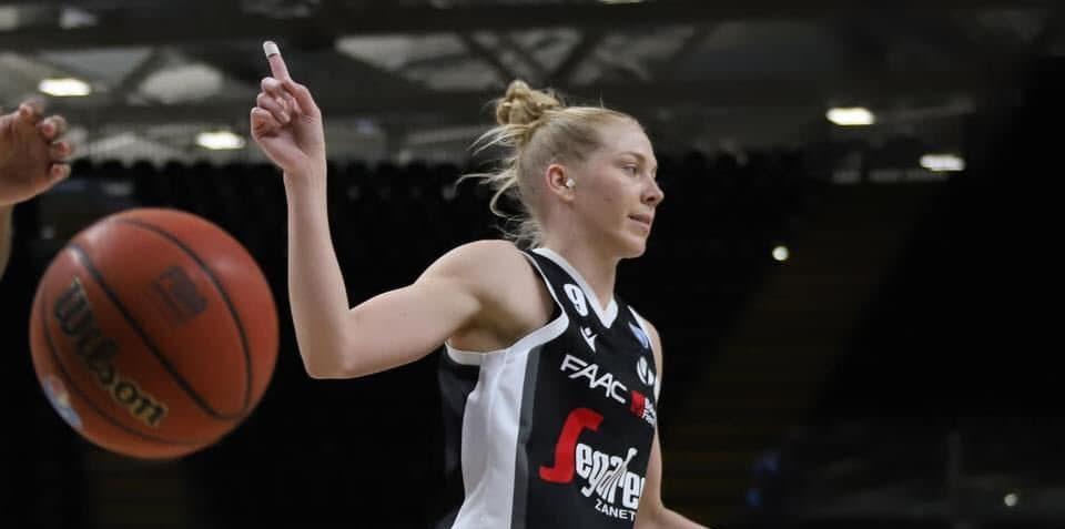 Abby Bishop brilla en Italia promediando más de 21 de valoración