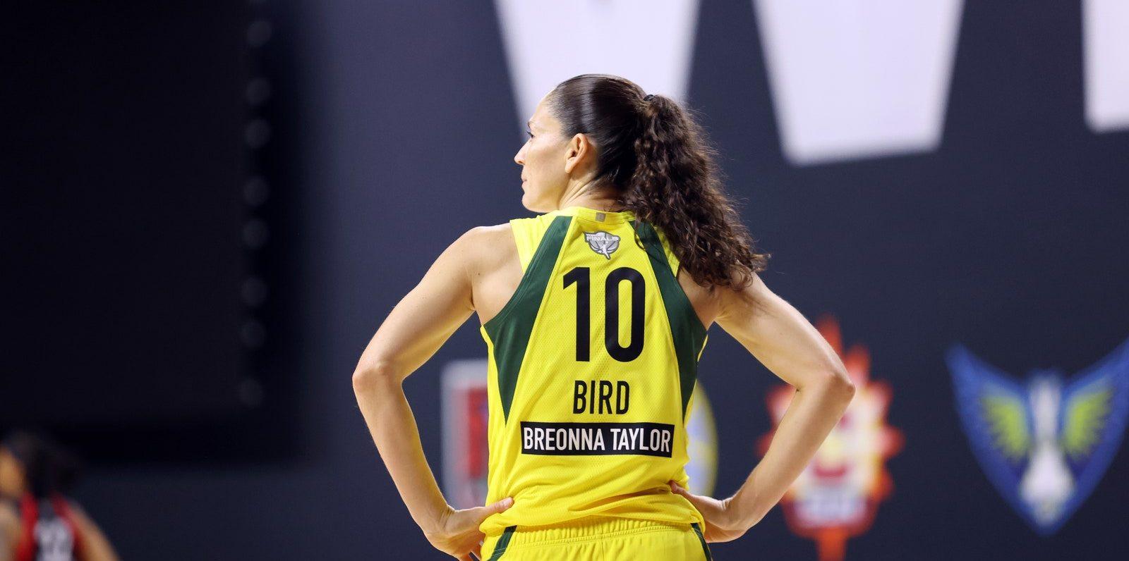 Sue Bird llega a la temporada sin molestias en su rodilla